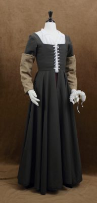 Olive kirtle with caramel wool sleeves and ruff